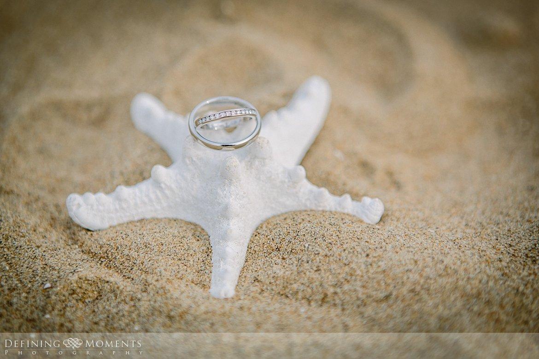 trouwringen zeester trouwfotograaf strandclub doen bruidsfotograaf scheveningen strand trouwreportage nieuwe_badkapel bruidsreportage den_haag journalistieke reportage documentaire bruidsfotografie