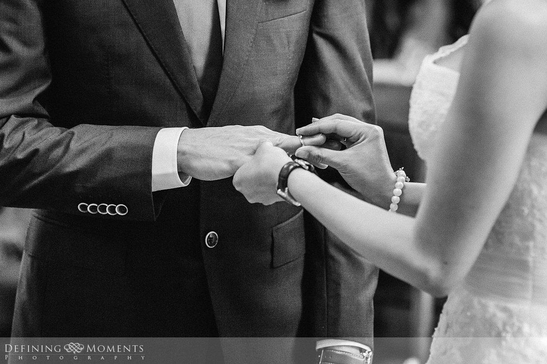 trouwringen trouwfotograaf strandclub doen bruidsfotograaf scheveningen strand trouwreportage nieuwe_badkapel bruidsreportage den_haag journalistieke reportage documentaire bruidsfotografie
