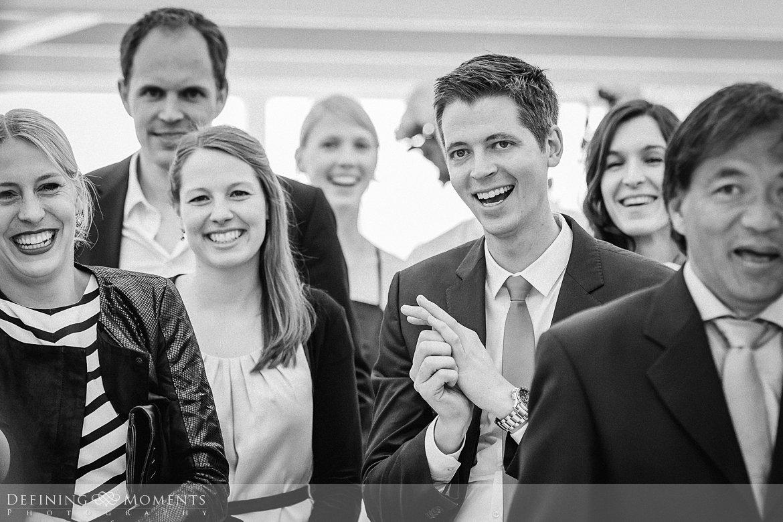 speeches trouwfotograaf strandclub doen bruidsfotograaf scheveningen strand trouwreportage nieuwe_badkapel bruidsreportage den_haag journalistieke reportage documentaire bruidsfotografie