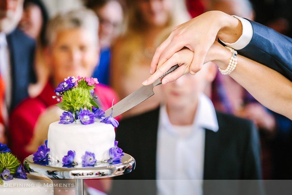 bruidstaart-bloemen-bruidsfotografie-duo-trouwfotografen-landgoed-wolfslaar-trouwen-breda-trouwreportage-trouwlocatie-bruidsreportage-wedding-photography-netherlands-holland