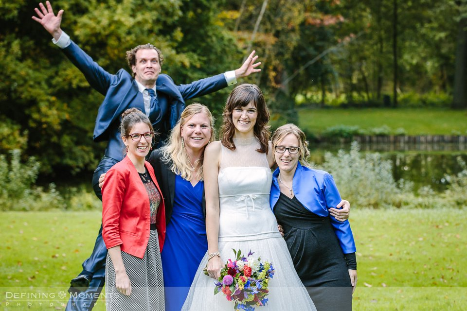 bruidsfotografie-duo-trouwfotografen-landgoed-wolfslaar-trouwen-breda-trouwreportage-trouwlocatie-bruidsreportage-wedding-photography-netherlands-holland-groepsfoto
