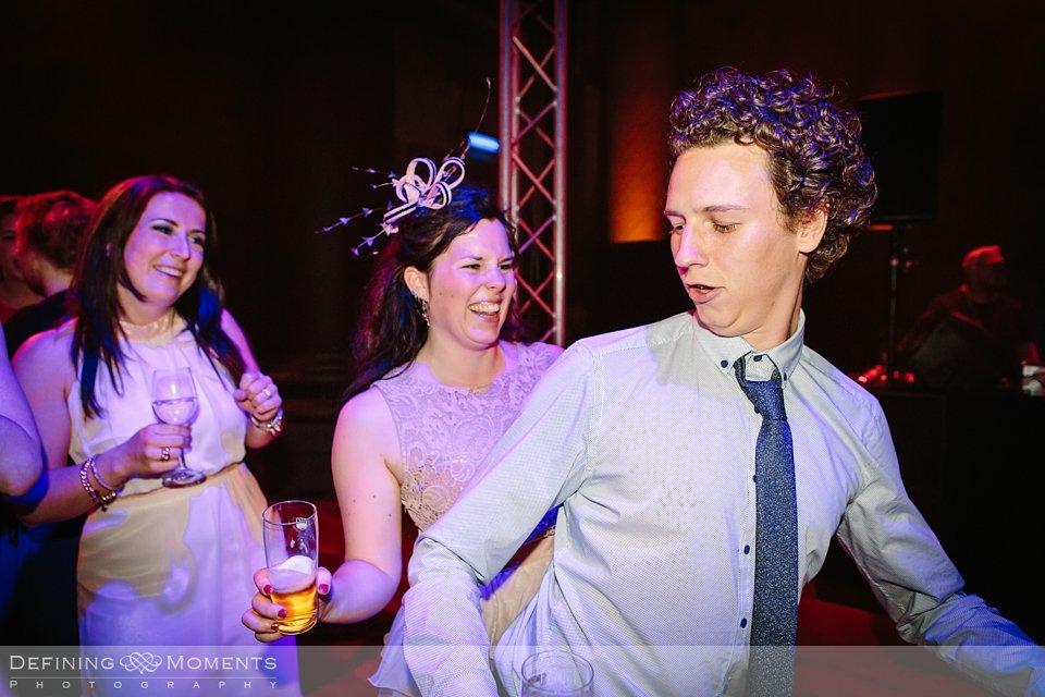 huwelijksfotograaf trouwreportage bruidsreportage trouwfoto bruidsfoto bruidsfotografie bergen_op_zoom st._gertruidiskerk markiezenhof peperbus grote_markt de_maagd