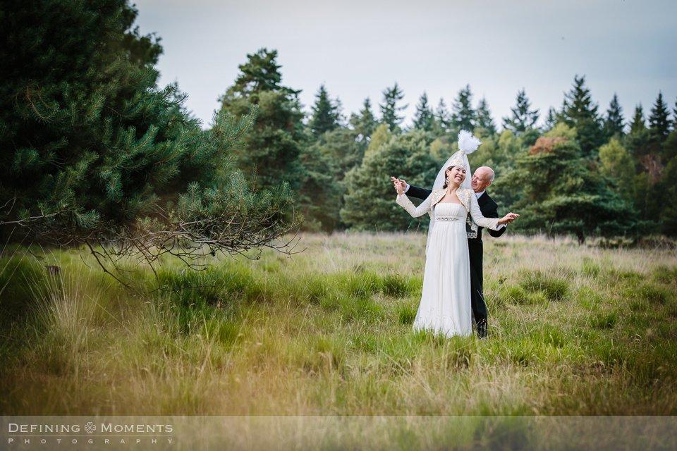 pre_wedding shoot love_shoot verlovings_shoot fotoshoot fotosessie natuur outdoor heide breda brabant bruidsfoto trouwfoto klederdracht kazachstan kazachstaans