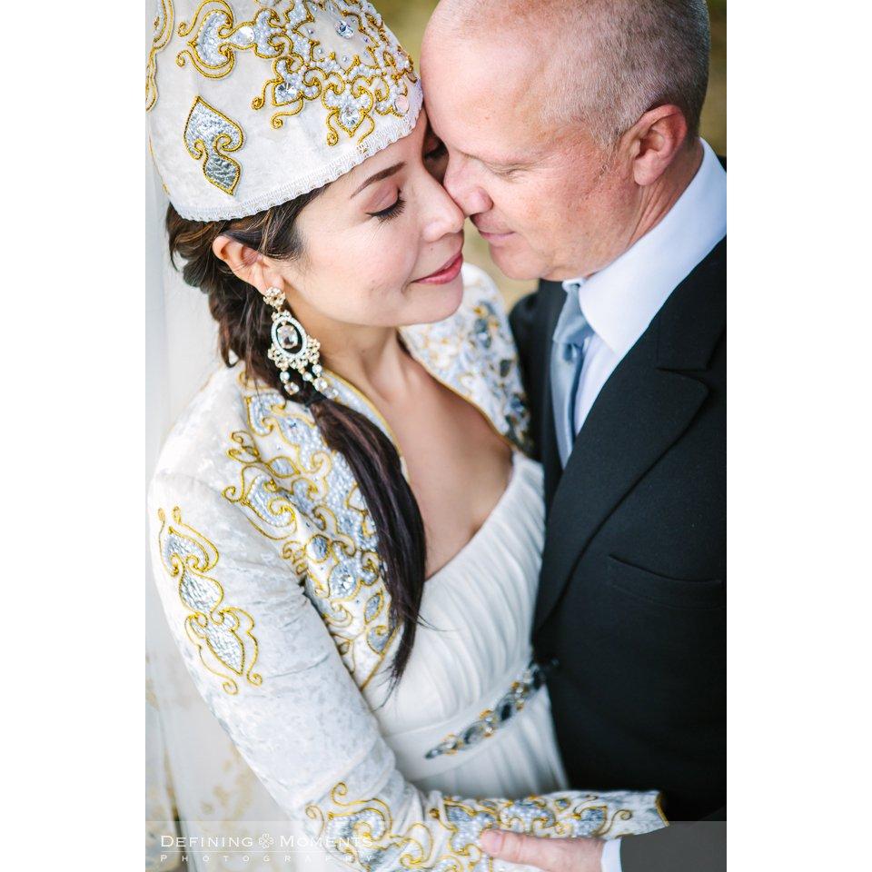 pre_wedding shoot love_shoot verlovings_shoot fotoshoot fotosessie natuur outdoor heide breda brabant bruidsfoto trouwfoto klederdracht kazachstan kazachstaans trouwjurk