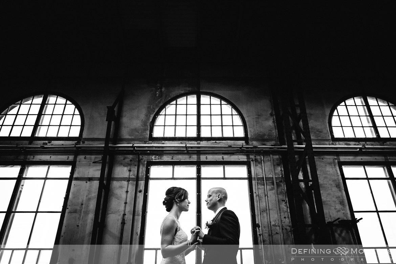 journalistiek trouwfotograaf documentair bruidsfotograaf breda roosendaal industriele trouwreportage urban bruidsreportage loods trein bruidsfotografie locloods trouwfotografie