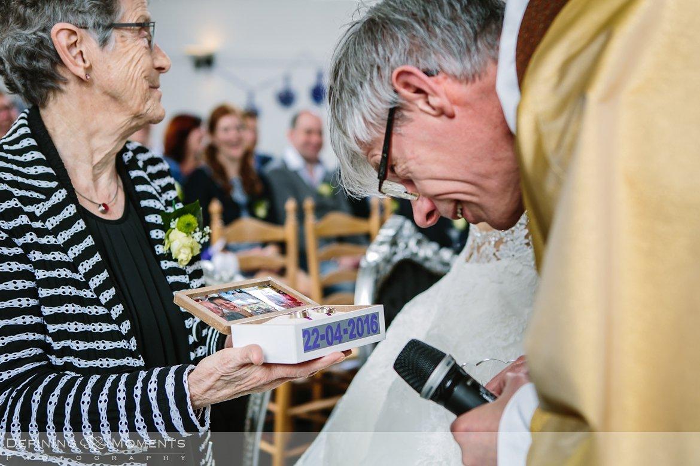 journalistiek trouwfotograaf documentair bruidsfotograaf authentieke natuurlijke bruidsfotografie trouwfotografie witte_kerkje terheijden huwelijk bruidsreportage trouwreportage ringen