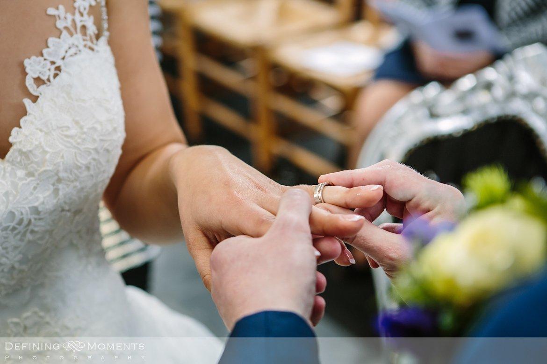 trouwringen journalistiek trouwfotograaf documentair bruidsfotograaf authentieke natuurlijke bruidsfotografie trouwfotografie witte_kerkje terheijden huwelijk bruidsreportage trouwreportage