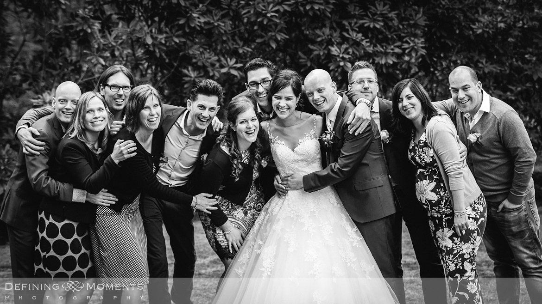 groepsfoto journalistiek trouwfotograaf documentair bruidsfotograaf authentieke natuurlijke bruidsfotografie trouwfotografie boswachter liesbosch breda huwelijk bruidsreportage trouwreportage