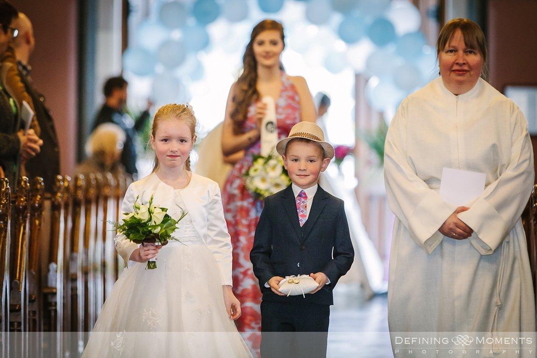 bruidskindjes journalistiek trouwfotograaf petruskerk etten_leur documentair bruidsfotograaf authentieke natuurlijke bruidsfotografie trouwfotografie breda kerkelijk huwelijk bruidsreportage trouwreportage