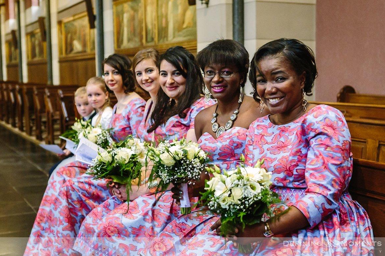 bruidsmeisjes kerkelijk huwelijk journalistiek trouwfotograaf petruskerk etten_leur documentair bruidsfotograaf authentieke natuurlijke bruidsfotografie trouwfotografie breda kerkelijk huwelijk bruidsreportage trouwreportage