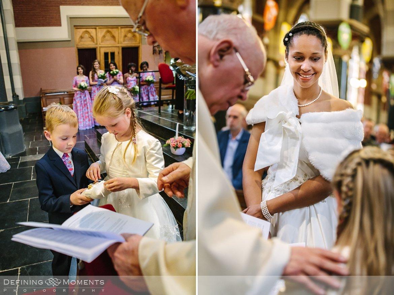 uitwisselen ringen kerkelijk huwelijk journalistiek trouwfotograaf petruskerk etten_leur documentair bruidsfotograaf authentieke natuurlijke bruidsfotografie trouwfotografie breda kerkelijk huwelijk bruidsreportage trouwreportage