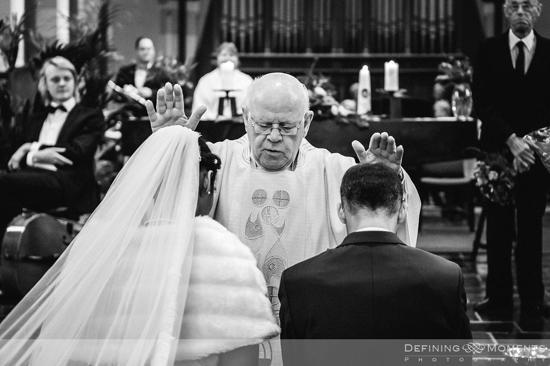 inzegening kerkelijk huwelijk journalistiek trouwfotograaf petruskerk etten_leur documentair bruidsfotograaf authentieke natuurlijke bruidsfotografie trouwfotografie breda kerkelijk huwelijk bruidsreportage trouwreportage