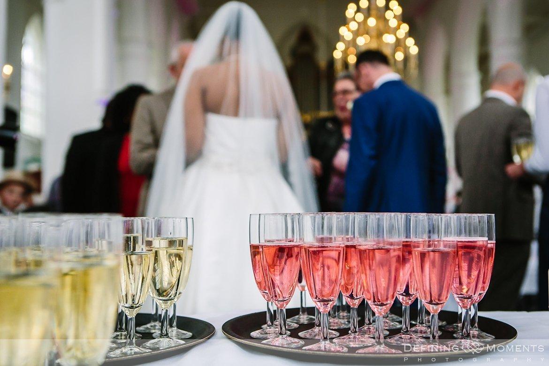 receptie ournalistiek trouwfotograaf lambertuskerk raamsdonk documentair bruidsfotograaf authentieke natuurlijke bruidsfotografie trouwfotografie breda kerkelijk huwelijk bruidsreportage trouwreportage