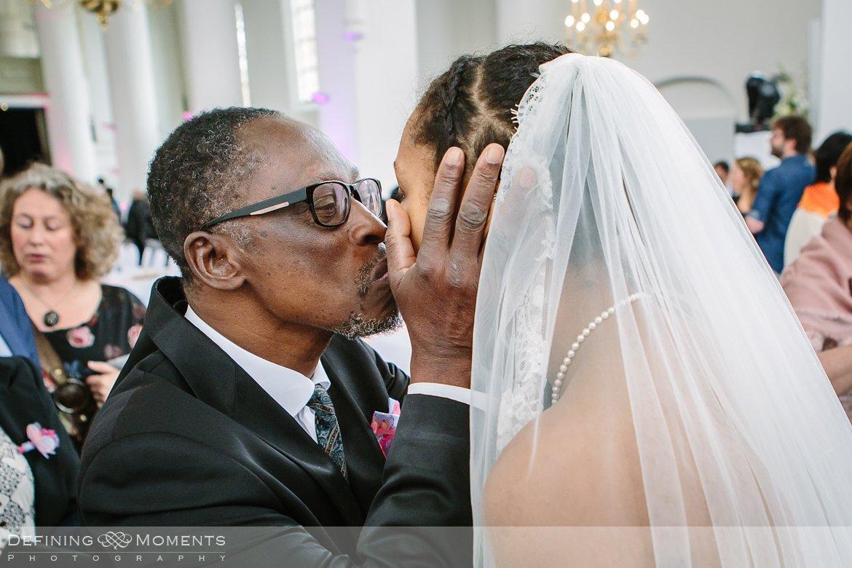 felicitaties ournalistiek trouwfotograaf lambertuskerk raamsdonk documentair bruidsfotograaf authentieke natuurlijke bruidsfotografie trouwfotografie breda kerkelijk huwelijk bruidsreportage trouwreportage