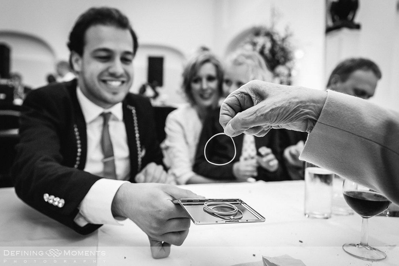 goochelaar bruiloft ournalistiek trouwfotograaf lambertuskerk raamsdonk documentair bruidsfotograaf authentieke natuurlijke bruidsfotografie trouwfotografie breda kerkelijk huwelijk bruidsreportage trouwreportage