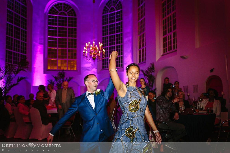 openingsdans ournalistiek trouwfotograaf lambertuskerk raamsdonk documentair bruidsfotograaf authentieke natuurlijke bruidsfotografie trouwfotografie breda kerkelijk huwelijk bruidsreportage trouwreportage