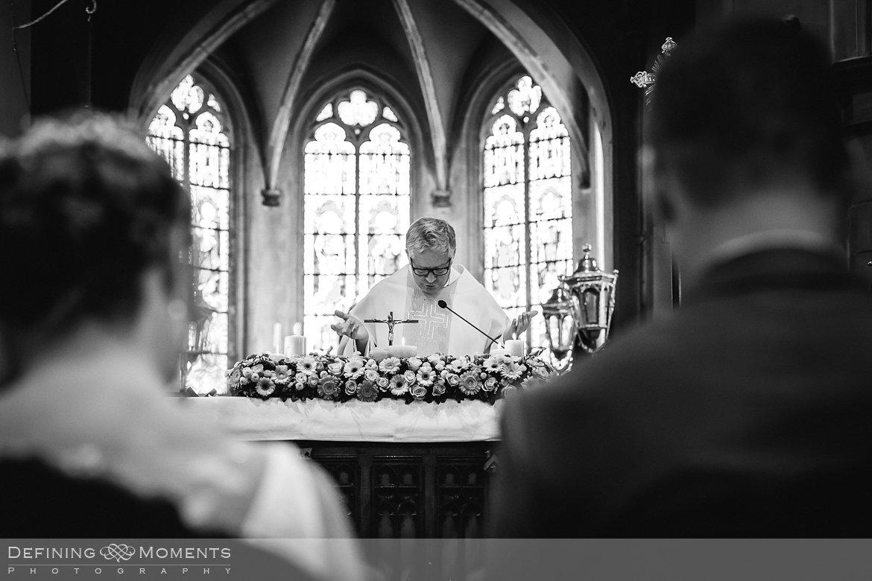 trouw kerkelijk huwelijk huwelijksfotograaf inzegening kerk uitbergen