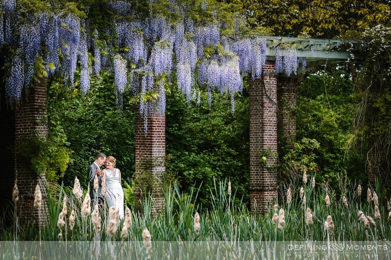 trouwreportage verbeke_foundation journalistiek huwelijksfotograaf documentair trouwfotograaf trouw park_van_beervelde bruidsfotograaf natuurlijke authentieke documentaire trouwfotografie trouwfoto trouwreportage bruidsfoto bruidsfotografie blauwe regen