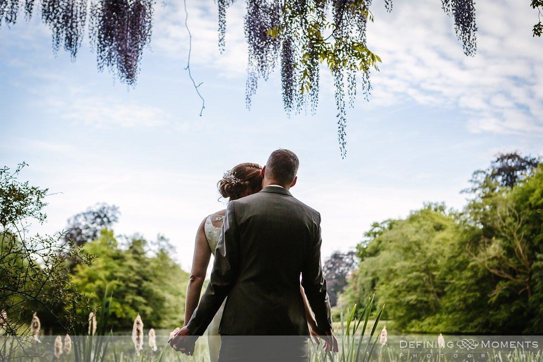blauwe regen trouwreportage verbeke_foundation journalistiek huwelijksfotograaf documentair trouwfotograaf trouw park_van_beervelde bruidsfotograaf natuurlijke authentieke documentaire trouwfotografie trouwfoto trouwreportage bruidsfoto bruidsfotografie