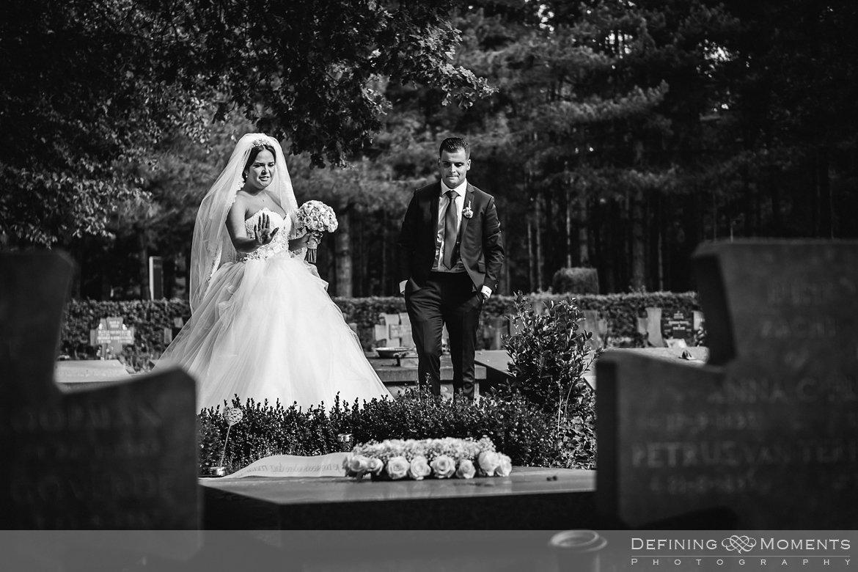 afscheid begraafplaats huwelijksfotograaf trouwreportage bruidsreportage bruidsfotografie nederlands marokkaanse multiculturele bruiloft trouwfoto bruidsfoto bergen_op_zoom markiezenhof de_raayberg