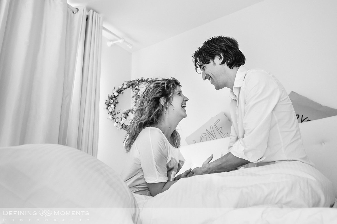 pre_weddingshoot loveshoot koppel verlovings_shoot indoor binnenstad Breda Bliss hotel witte kamer fotoshoot fotosessie wedding photographer netherlands