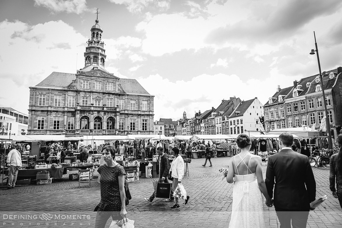 huwelijksfotograaf trouwfotograaf bruidsfotograaf trouwen bruidspaar maastricht thiessen centrum stadsmuur trouwreportage bruidsreportage bruidsfoto trouwfoto wedding photographer netherlands holland