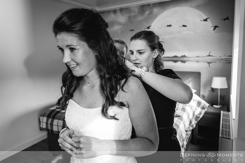 trouwfotograaf bruidsfotograaf eindhoven bruidspaar trouwreportage bruidsreportage watermolen_van_opwetten nuenen bruidsfoto trouwfoto wedding photographer netherlands holland voorbereidingen bruid