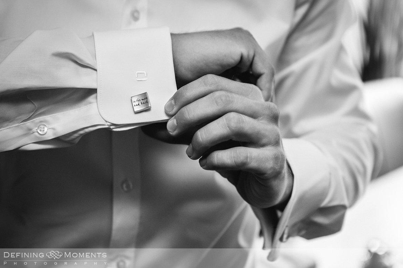trouwfotograaf bruidsfotograaf eindhoven bruidspaar trouwreportage bruidsreportage watermolen_van_opwetten nuenen bruidsfoto trouwfoto wedding photographer netherlands holland manchetknopen bruidegom inscriptie