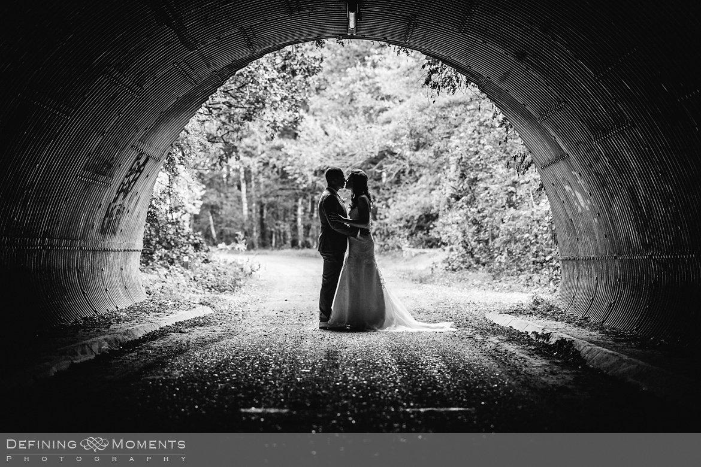 trouwfotograaf bruidsfotograaf eindhoven bruidspaar trouwreportage bruidsreportage watermolen_van_opwetten nuenen bruidsfoto trouwfoto wedding photographer netherlands holland tunnel zwart_wit