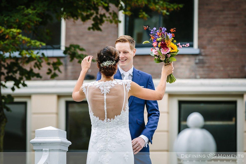 first_look delft huwelijksfotograaf trouwreportage bruidsreportage trouwfoto bruidsfoto bruidsfotografie duo bruid bruidegom rotterdam vertrekhal trouwlocatie bruiloft