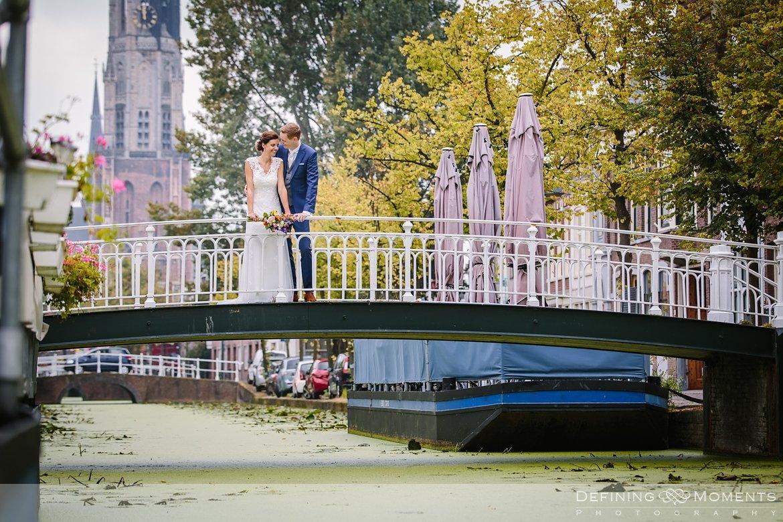 delft huwelijksfotograaf trouwreportage bruidsreportage trouwfoto bruidsfoto bruidsfotografie duo bruid bruidegom rotterdam vertrekhal trouwlocatie bruiloft