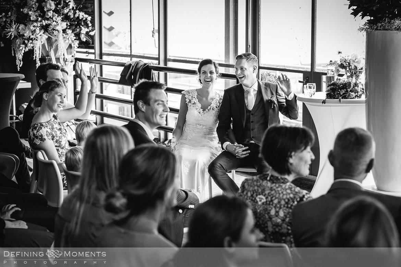 huwelijksfotograaf trouwreportage bruidsreportage trouwfoto bruidsfoto bruidsfotografie duo bruid bruidegom rotterdam vertrekhal trouwlocatie bruiloft