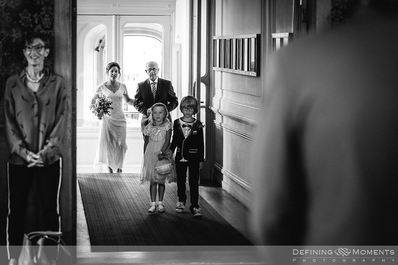 stadhuis schiedam bruidsfotografie trouwfotografen duo rotterdam vertrekhal trouwreportage bruidsreportage trouwfoto bruidsfoto bruidsfotografie bruid bruidegom trouwlocatie bruiloft botasauto