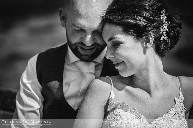 zwart-wit bruidsreportage trouwfotografie korenmolen princenhage breda authentieke ongeposeerde spontane trouwfotografie documentair trouwfotograaf bruidsfotograaf twee fotografen duo