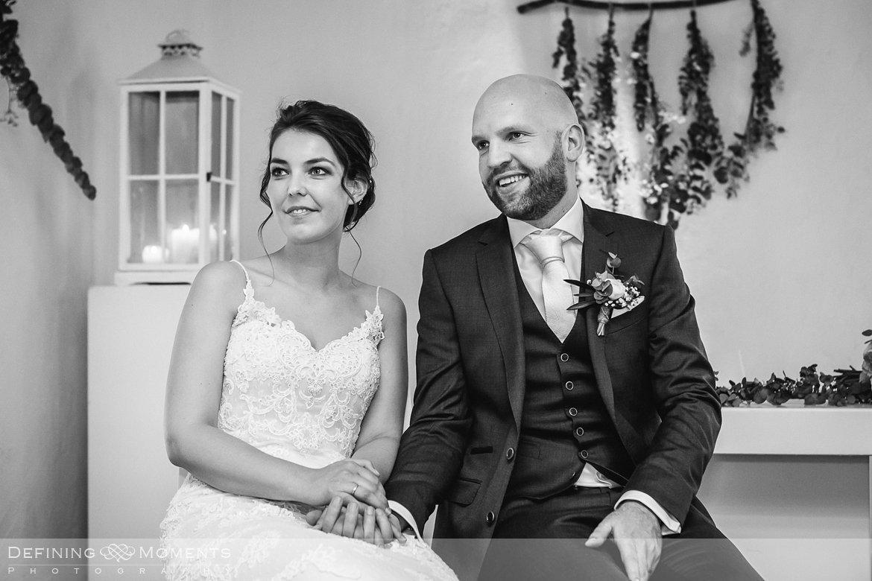 zwart-wit bruidspaar ceremonie bruidsreportage trouwfotografie korenmolen princenhage breda authentieke ongeposeerde spontane trouwfotografie documentair trouwfotograaf bruidsfotograaf twee fotografen duo