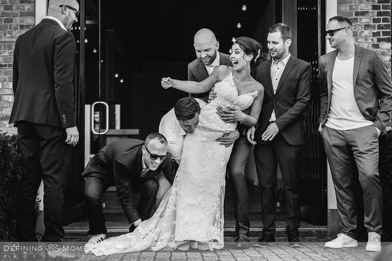 groepsfoto bruidspaar bruidsreportage trouwfotografie korenmolen princenhage breda authentieke ongeposeerde spontane trouwfotografie documentair trouwfotograaf bruidsfotograaf twee fotografen duo