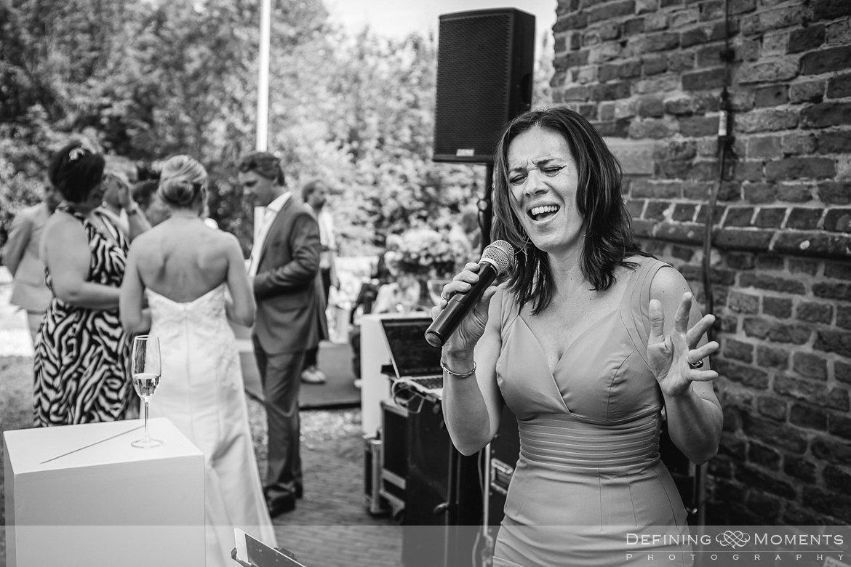 authentieke ongeposeerde documentaire trouwfotografie trouwfoto journalistieke bruidsfoto twee_fotografen natuurlijke emotionele bruidsfotografie documentary wedding photography photographer breda renesse slot_moermond kasteelbruiloft