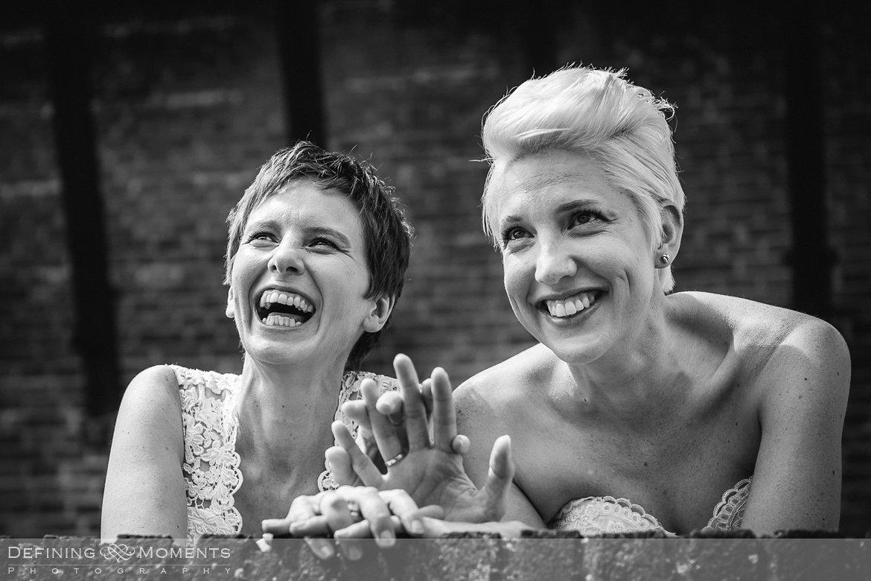 bruiden homohuwelijk lgbt same_sex lesbische bruiloft authentieke documentaire journalistieke trouwfotografie bruidsfotografie twee fotografen documentary wedding photography photographer kasteel_duurstede utrecht