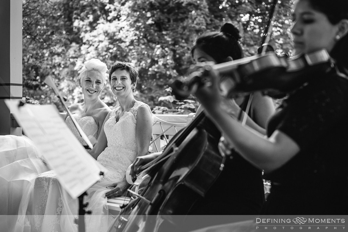 ceremonie bruiden homohuwelijk lgbt same_sex lesbische bruiloft authentieke documentaire journalistieke trouwfotografie bruidsfotografie twee fotografen documentary wedding photography photographer kasteel_duurstede utrecht