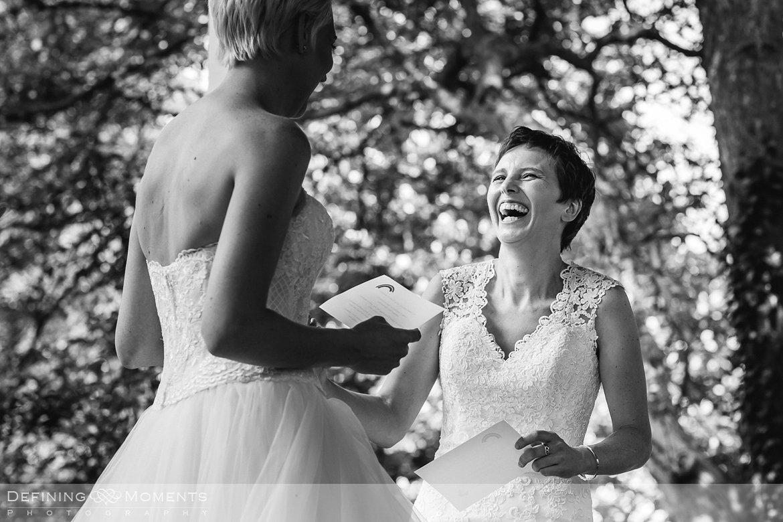 ja-woord bruiden homohuwelijk lgbt same_sex lesbische bruiloft authentieke documentaire journalistieke trouwfotografie bruidsfotografie twee fotografen documentary wedding photography photographer kasteel_duurstede utrecht