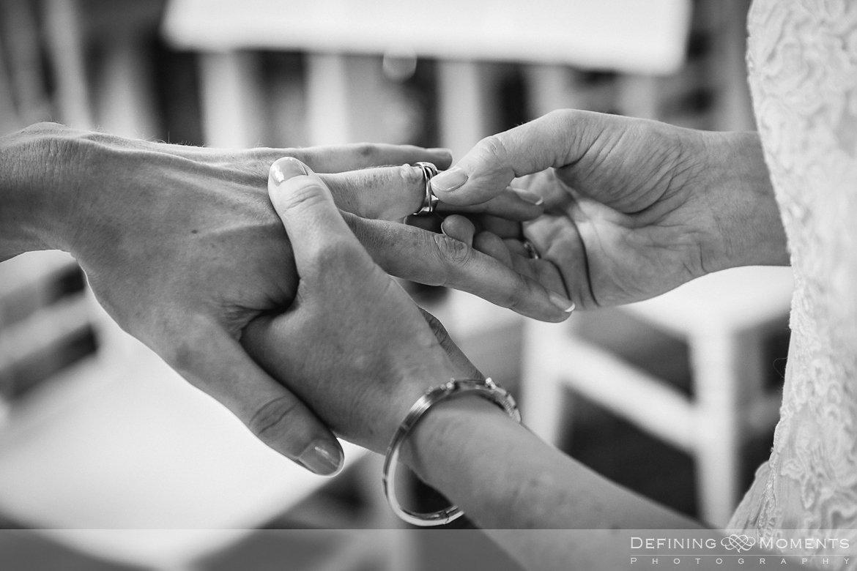 trouwringen ceremonie bruiden homohuwelijk lgbt same_sex lesbische bruiloft authentieke documentaire journalistieke trouwfotografie bruidsfotografie twee fotografen documentary wedding photography photographer kasteel_duurstede utrecht