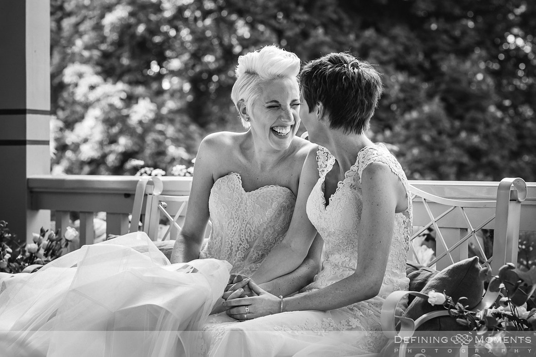 ceremonie bruiden homohuwelijk lgbt same_sex lesbische bruiloft authentieke documentaire journalistieke trouwfotografie bruidsfotografie twee fotografen documentary wedding photography photographer kasteel_duurstede utrecht
