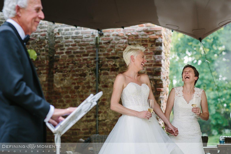 speeches bruiden homohuwelijk lgbt same_sex lesbische bruiloft authentieke documentaire journalistieke trouwfotografie bruidsfotografie twee fotografen documentary wedding photography photographer kasteel_duurstede utrecht