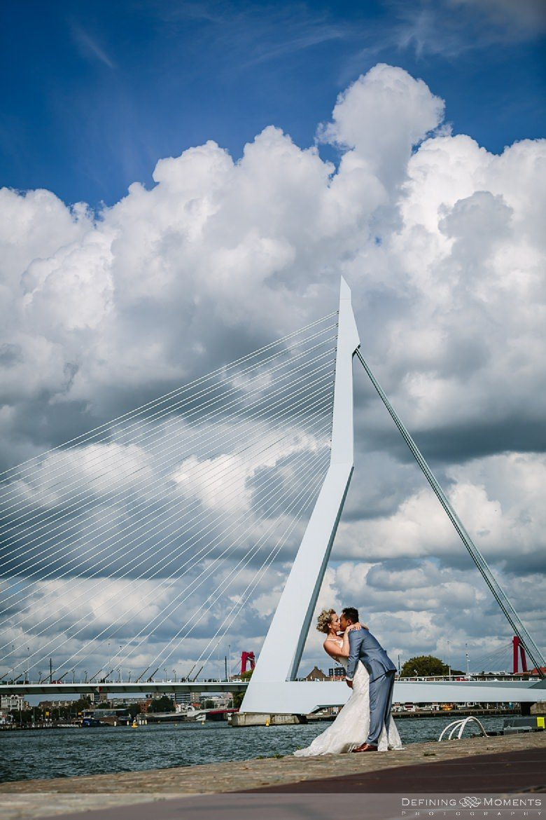 documentair bruidsfotograaf bruidsfotografie journalistieke trouwfotograaf trouwfotografie rotterdam erasmusbrug de_vertrekhal bruidsreportage twee_fotografen documentary wedding photographer journalistic photography netherlands holland