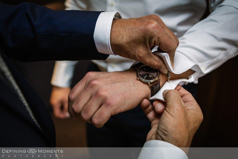 manchetknopen authentieke ongeposeerde documentaire trouwfotografie trouwfoto journalistieke bruidsfoto voorbereidingen bruidegom bliss_hotel breda