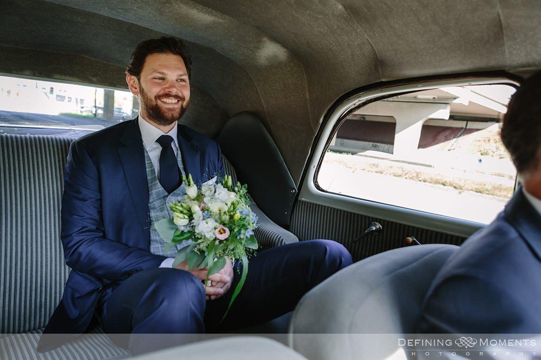 trouwauto bruidegom authentieke ongeposeerde documentaire trouwfotografie trouwfoto journalistieke bruidsfoto voorbereidingen bruidegom bliss_hotel breda
