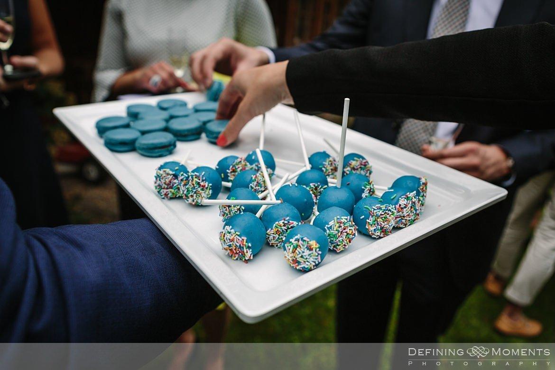 cake_pops felicitaties huwelijk bruidspaar begijnhof breda authentieke ongeposeerde documentaire trouwfotografie journalistieke trouwfoto bruidsfoto