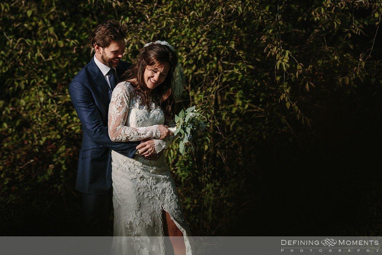 fotoshoot bruidspaar trouwfoto's bruidsfoto's bruidsreportage trouwreportage natuur landgoed wolfslaar breda authentieke ongeposeerde documentaire trouwfotografie journalistieke bruidsfotografie