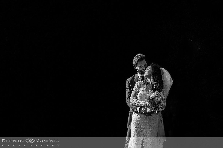 zwart_wit fotoshoot bruidspaar trouwfoto's bruidsfoto's bruidsreportage trouwreportage natuur landgoed wolfslaar breda authentieke ongeposeerde documentaire trouwfotografie journalistieke bruidsfotografie