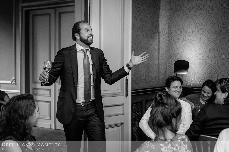 zwart_wit bruidspaar diner landgoed wolfslaar grote salon breda speeches authentieke ongeposeerde documentaire trouwfotografie journalistieke bruidsfotografie